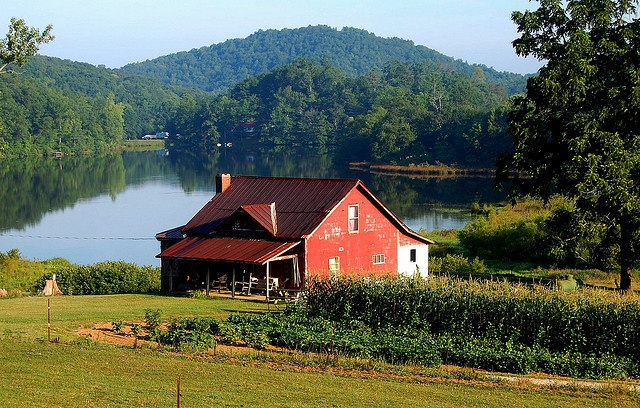 small farmBeautiful Small Farms, Farms House, Ears Mornings, Favorite Places, Dreams Farmhouse, Early Mornings, Beautiful Places, The Farms, Red Barns