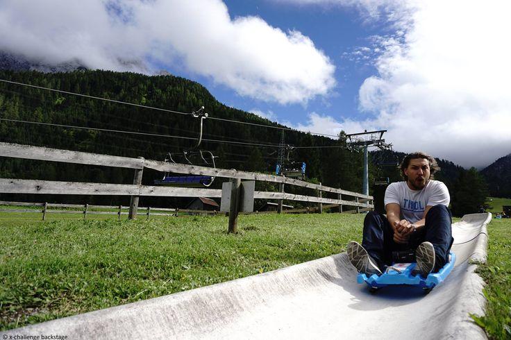 Die längste Sommerrodelbahn Tirols in der Tiroler Zugspitz Arena. Sie ist etwas für die ganze Familie, da man die Geschwindigkeit selbst bestimmen kann. #xchallengebackstage #discoverthemountains #xchallenge #lovetirol #xchallengegoestirol #xcotdcliffdivingtirolerzugspitzarena #xcotdgipfelblicktirolerzugspitzarena
