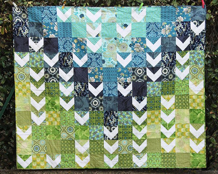 Modern Quilt Patterns For Beginners : 17 Best images about Quilt Ideas on Pinterest Triangle quilts, Fat quarters and Quilt