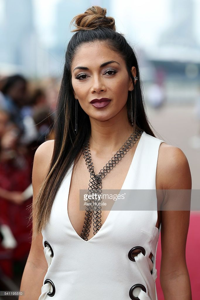 nicole-scherzinger-attends-the-x-factor-auditions-on-june-19-2016-in-picture-id541195510 (683×1024)