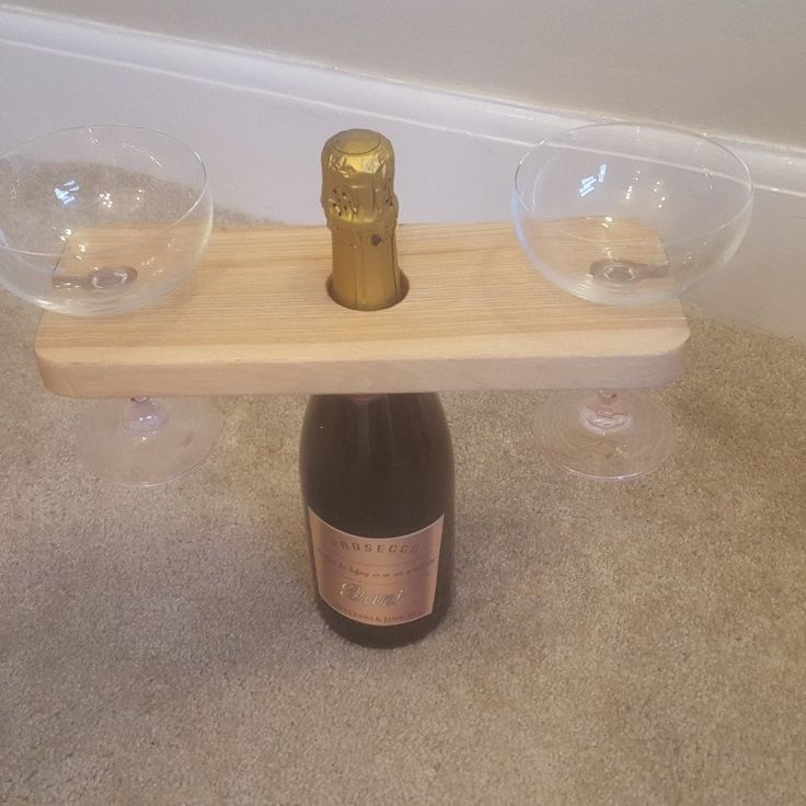 Perfect stocking filler for the adults. Any wine or champagne drinker will appreciate this display.