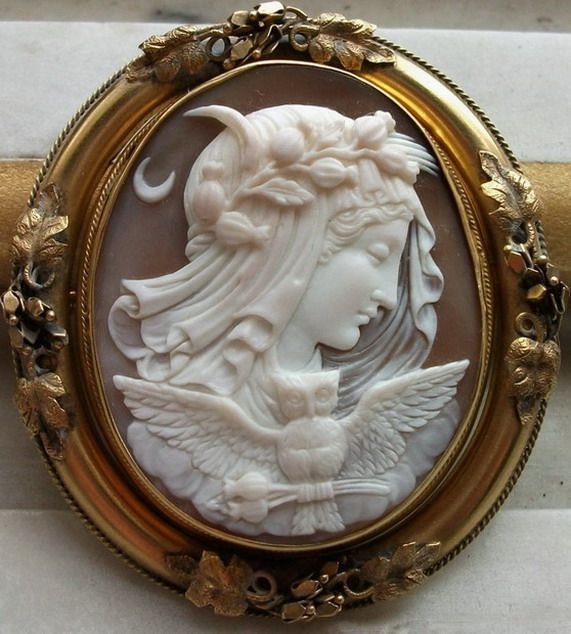 Cameo ca. 1840/50. Allegory of the Night.: 1840 50, Allegory, 1840 1850, Antiques Vintage Cameo Jewelry, Vintage Jewellery, 184050, Night Owl, Antiques Cameo, The Moon