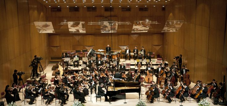 The SOI performs in Mumbai with conductor Mischa Damev
