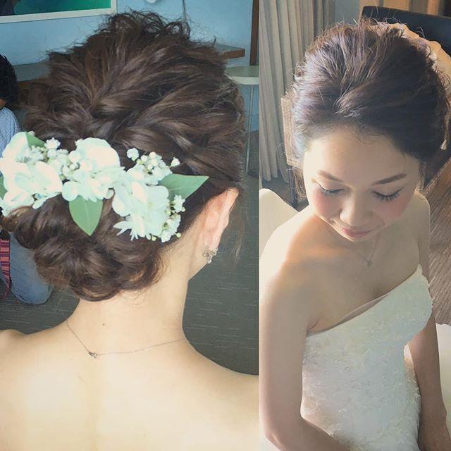 ふんわりざっくり デザインシニヨンスタイル。 ソフトな雰囲気の花嫁さまに合わせて やわらかい質感に仕上げました♡ Hair and Make by Rie #hawaiihairmake #hawaiiwedding #hawaiiweddingphoto #wedding #bride #hairarrange #hairstyle #laviefactory #laviefactoryhawaii #lgenic #photoshooting #ハワイヘアメイク #花嫁 #花嫁ヘア #プレ花嫁 #おしゃれ花嫁 #ハワイウェディング #ハワイ挙式 #ウェディング #ブライダル #ウェディングヘア #ヘアアレンジ #ヘアスタイル #ラヴィファクトリー #ラヴィファクトリーハワイ #エルジェニック #シニヨン #ナチュラル #ツイスト #おはな