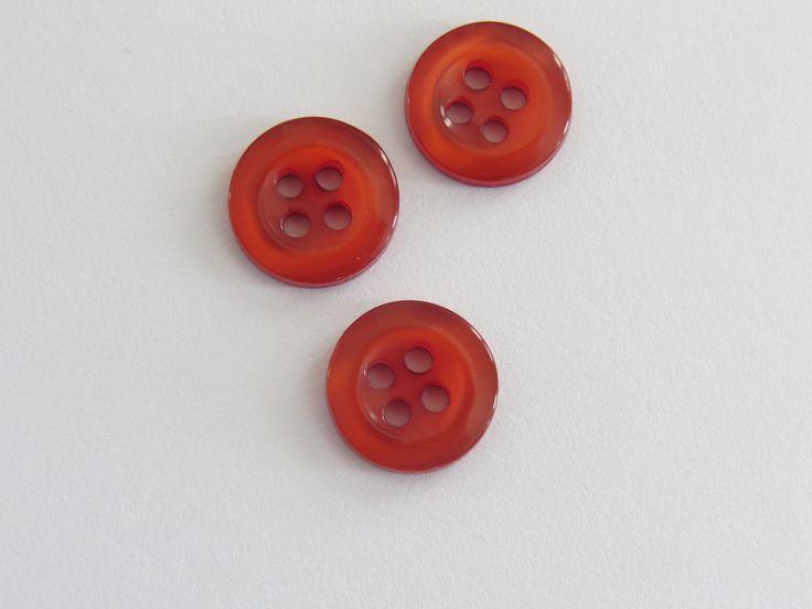 Petit bouton rond rouge à quatre trous