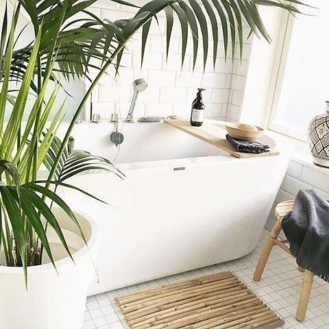 Av og til må man bare stoppe opp og nyte. Dette baderommet til @lillian_heia  er bare helt fantastisk.  #vikingbad #bad #bathroom #bathroominspo #interiør123 #interior4all #shabbyyhomes #mynordicroom #interior123 #inspirasjonsguiden #interior_delux #bohointeriorinspo #inspirasjonsguidennorge #gullfjæren #norgesmestinspirerende17 #tinekhome #allehaande #casachicks1 #bonytt #vakrehjemoginterior #elledecorationse #vakreverden #NaturelleCare #norgeslekrestebad #torsdagstemaet @hjemoghus…