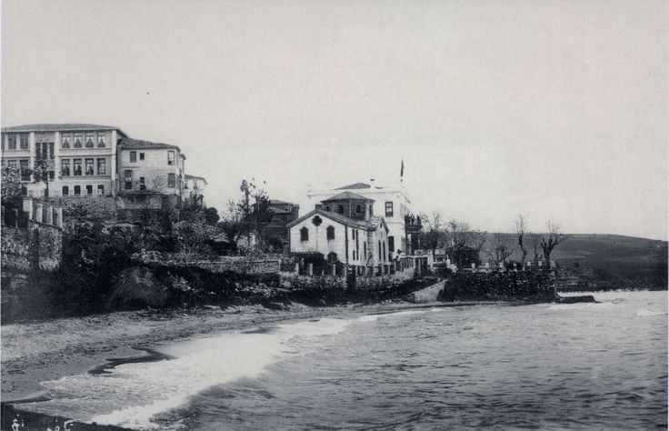 PROTESTAN KİLİSESİ RUM SİLEGOS KULÜBÜ VE SOLDA NAMIK KEMAL İLKÖĞRETİM OKULU 1920