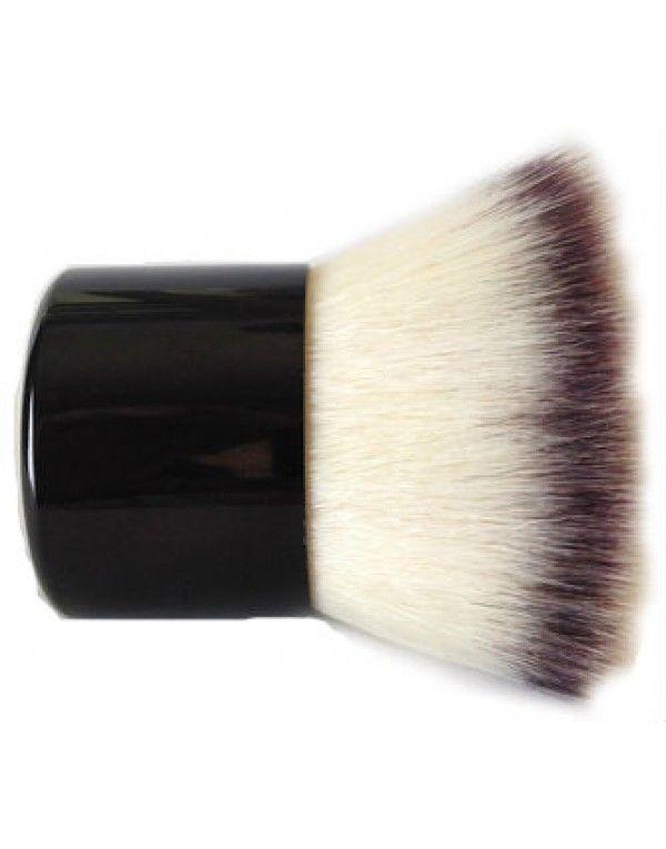 Kabuki Brush er en middels tykk børste laget av håret fra geit og mår som garanterer en jevn fordeling av mineralfoundation og annet pudder....