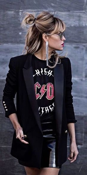 I love this #rockerchic look! Black blazer with AC / DC T-shirt and leather skirt! ...