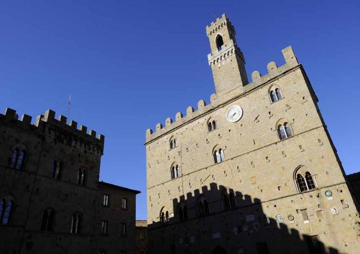 Piazza dei Priori, Palazzo dei Priori - Volterra - Tuscany #volterra #volterratur