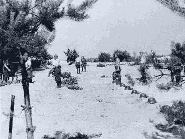 25 июня 1941 года выходящие из окружения красноармейцы перекололи штыками личный состав двух немецких батарей.    В первые дни войны войска 4-й армии Западного фронта, на которую пришёлся главный удар немецких соединений группы армий Центр, беспорядочно отступали. Лишь 75-я дивизия генерала Недвигина, входившая в состав 28-го корпуса этой армии, наносила чувствительные удары по вражеским коммуникациям. После одного из таких ударов отрезанным от основных сил дивизии оказался один из…