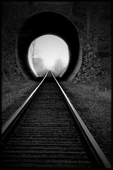 Cette image m'inspire : utilisé le tunnel afin de voir la lumièe au bout du tunnel : Optimiste