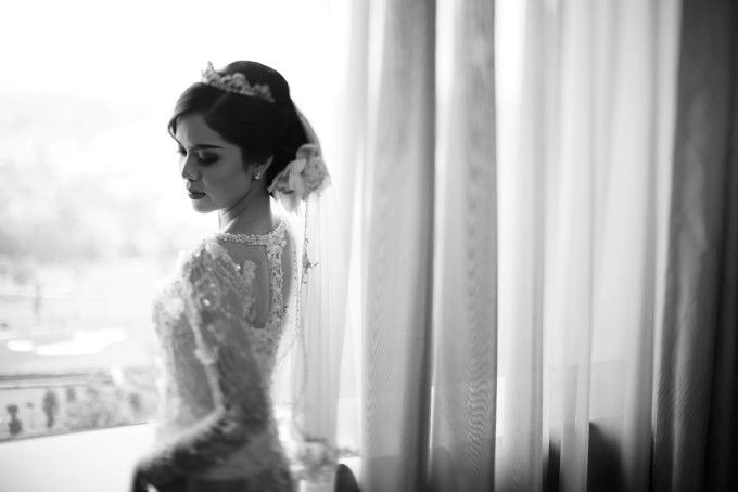 Kebaya with veil idea | A Multicultural Wedding With Lavender And Peach Shades | http://www.bridestory.com/blog/a-multicultural-wedding-with-lavender-and-peach-shades