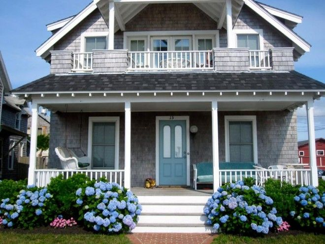 love this house!Beach Homes, Blue Hydrangea, Blue Doors, Beach Houses, Dreams House, Front Doors, Doors Colors, Front Porches, Hydrangeas