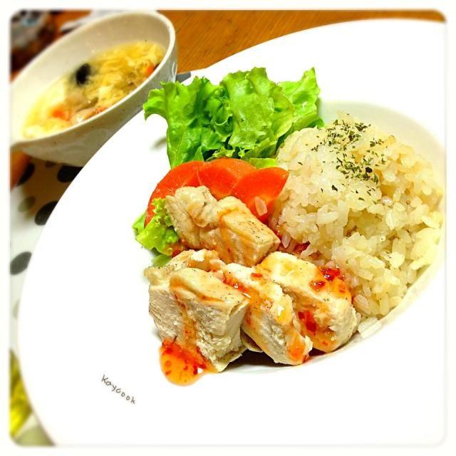 旦那はんのご飯の用意が必要ない時は、子どもと私の好きなものになります。今回はシンガポールライス。 スープは酸辣湯スープで野菜もたっぷりです - 53件のもぐもぐ - シンガポールライスと酸辣湯スープ by Kaycook