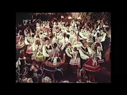 Közkívánatra íme egy régi, 44 évvel ezelőtti MFI felvétel, Kalocsai Rapszódia. Kalocsa és környéke népművészete bemutatkozik. Számomra azért is különösen fon...