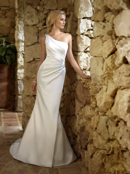 My ideal wedding dress since i was in the 5th grade! beautiful and simple! with a long side ponytail   one shouldered wedding dress www.brayola.com
