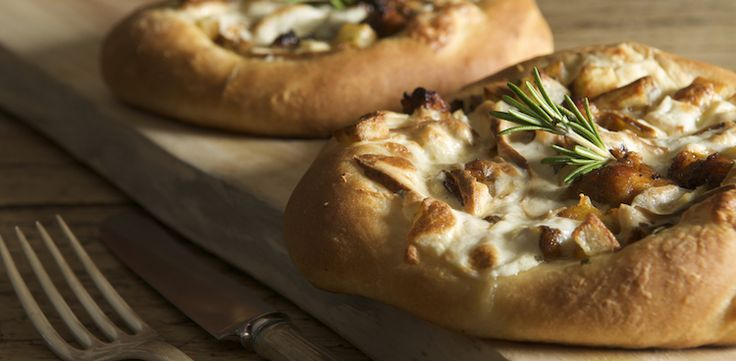 The rosemary in this recipes enhances the smokey flavors of the cheese, giving you a full-bodied meal.