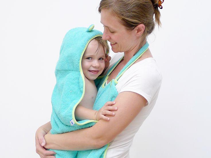 Toallones manos libres de Tatoon  Para sacar a tu bebé de la bañera con mayor facilidad y sin mojarte la ropa! http://charliechoices.com/tatoon/ . . . #diseño #deautor #handmade #hechoamano #emprender #emprendedores #bebe #baby #bañar #toalla
