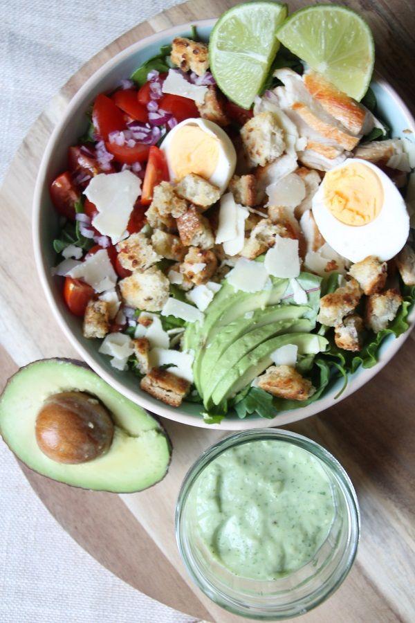 Super Healthy Avocado dressing die in slechts enkele minuten klaar is! + een eenvoudige salade.