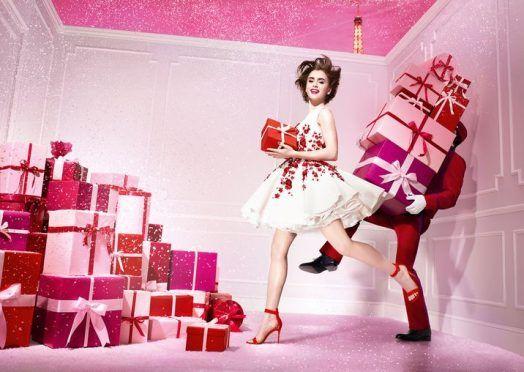 ¡Lista para las fiestas! La Navidad se viste de fiesta y el maquillaje nos hace vivir la noche con tonos que potencian la mirada, como los rojos intensos, pero también destacando la belleza de lo natural.