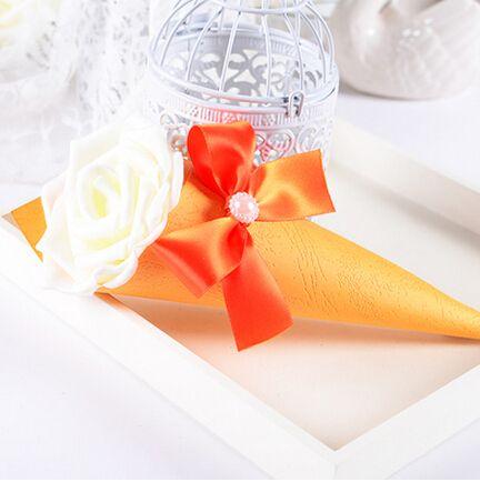 安い20 × ウェディング好意テーブル花装飾クリエイティブ バラ キャンディー ボックス ローズ コーン ホルダー ギフト ボックス送料無料、購入品質イベント & パーティー用品、直接中国のサプライヤーから:コーン形のボックス、 非常に創造的で美しいキャンディーだけを保持するのに最適の結婚祝い、 または単ににのを飾る結婚式の。状態:真新しい100%材料:高品質紙と人工的なバラ&nbsp