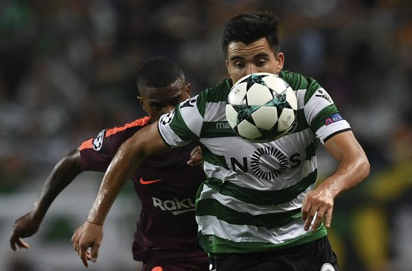 Sporting's Argentinian forward Marcos Acuna (R) vies with Barcelona's Portuguese defender  Nelson Semedo during the UEFA Champions League Group D football match Sporting CP vs FC Barcelona at the Jose Alvalade stadium in Lisbon on September 27, 2017. / AFP PHOTO / FRANCISCO LEONG