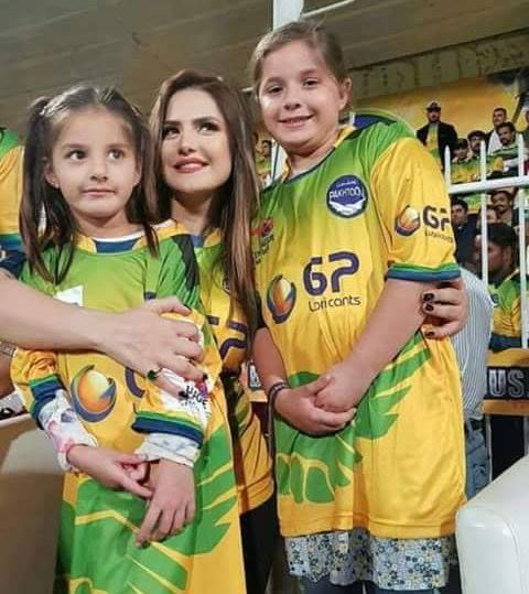 Bollywood actress Zareen Khan poses with Shahid Afridi's beautiful daughters #T10League #BasAbDus - http://ift.tt/1ZZ3e4d