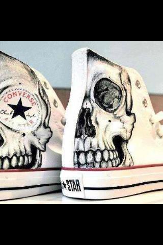 Skull Chuck Taylor Converse. I really really want these!!!!!                                                                                                                                                      Más