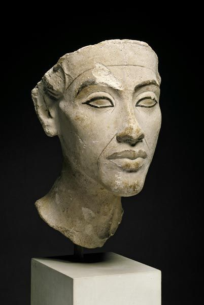 Portrait of Echnaton (Amenhotep IV), Amarna/Egypt, ca. 1340 BC. Gips, H: 25 cm. Egyptian Museum, Berlin