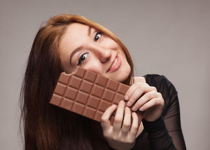 Ravitsemusterapeutti+selittää:+Tästä+syystä+naiset+himoitsevat+suklaata+kuukautisten+aikana