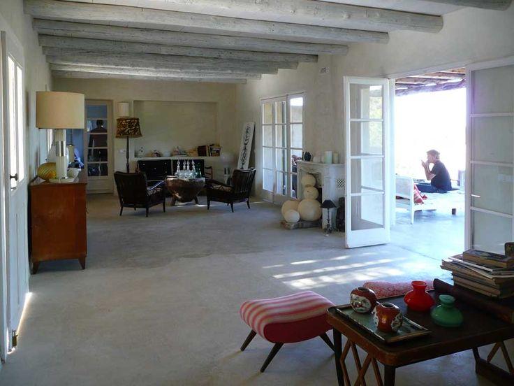 pavimento in cemento lucidato open space casa a formentera