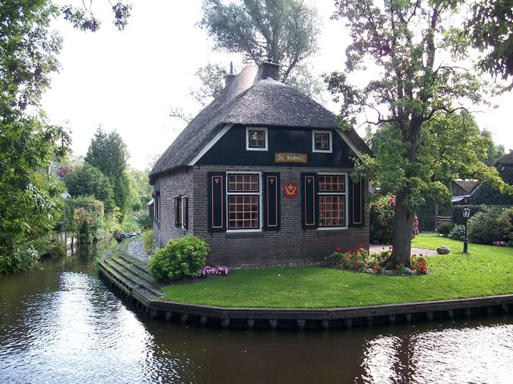 Geithoorn, Holland. No streets, just canals.