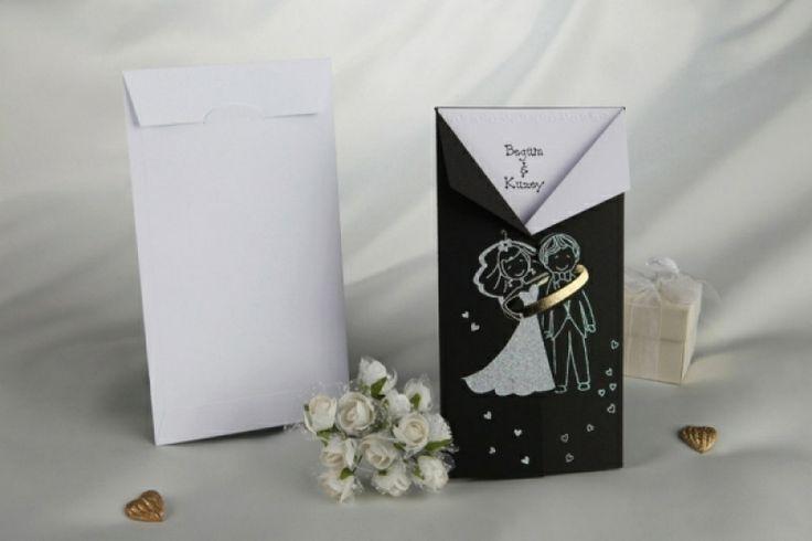 """Invitatie de nunta """"Costum negru cu alb"""", cu miri si verigheta."""