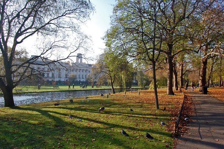Regent's Park - Londra , un grande e tranquillo parco realizzato nelle antiche aree di caccia del re Enrico VII.
