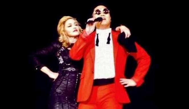 Psy Dancing Gangnam Style with Madonna