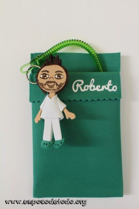 www.unpocodetodo.org - Salvabolsillos para enfermeros de David y Roberto - Salvabolsillos - Broches - Goma eva - crafts - custom - customized - enfermera - foami - foamy - manualidades - nurse - personalizado - 10