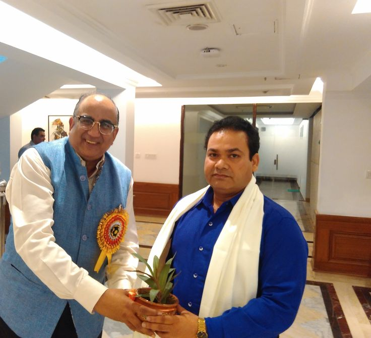 Eminent Writer and Thinker Naresh Kumar getting felicitated by Prem Singhania at a prestgious awards event in the capital recently