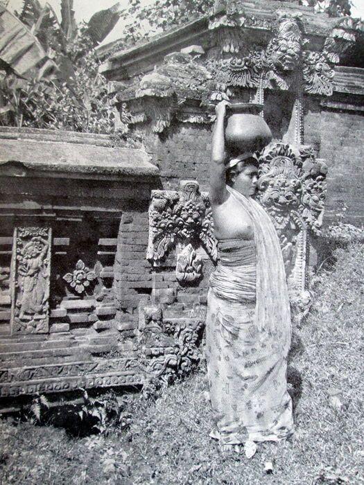 Fotografie; [P.A.J. Moojen] - Bali. 200 Kunstfoto's van dit wondermooie eiland - ca. 1930