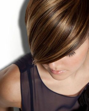 Idée Hairstyle : Description chatain meche caramel, coupe courte, hairstyle asym…