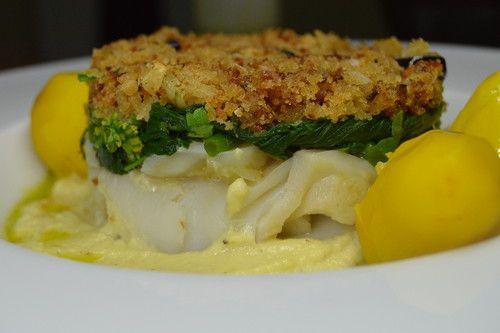 Bacalhau lascado e sua espuma, em crosta de broa e batatas de açafrão com azeite de ervas