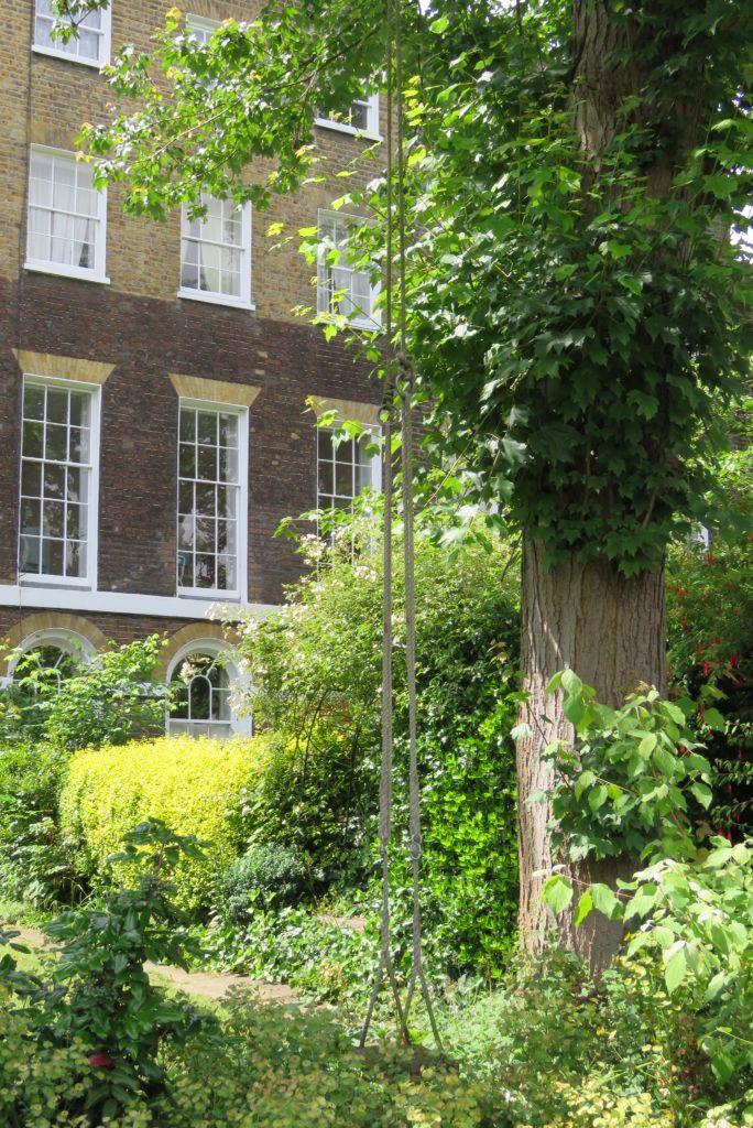 Camberwell's beautiful stretch of Georgian terrace in Grove Lane just breathtakingly romantic. Imagine a childhood spent on that swing. #Georgian #englishgarden