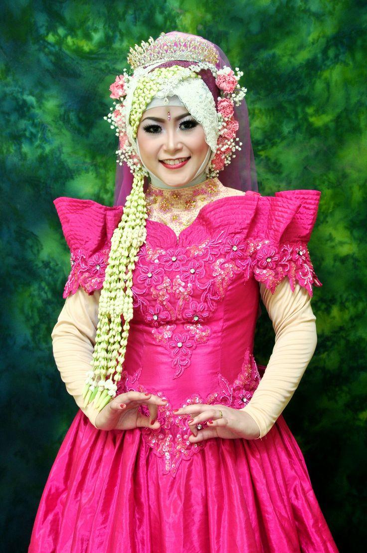 Western wedding dress. Pink. Hijab. . . #mywedding #part2 #indonesianwedding
