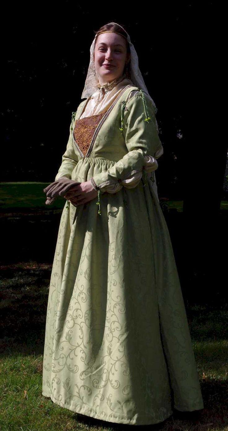 the italian renaissance fashion Italian renaissance costumes venice carnival masquerade condolier dress venice nobility court dress 16th century fashion.