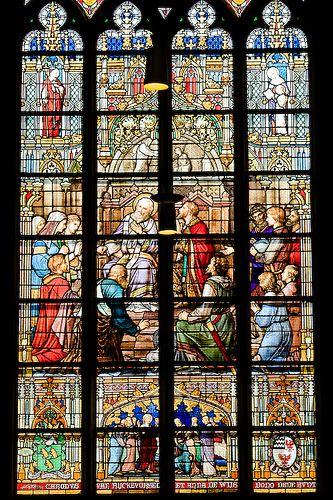Eén van de glas-in-lood ramen van de Sint-Jan Basiliek in Den Bosch