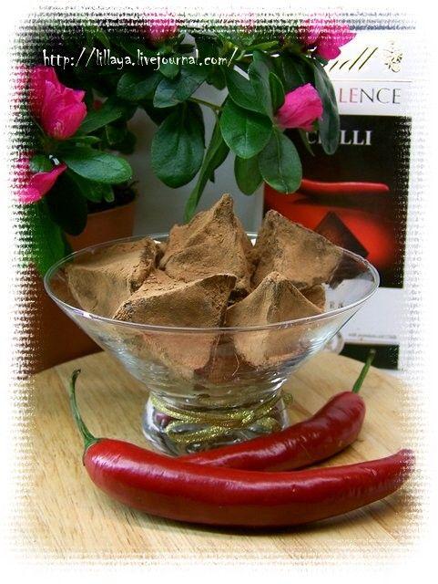 Lillaya - Трюфели с перцем чили. 300 г черного шоколада с чили (или черный шоколад и 1/4-1/2 ч л порошка сухого чили) 100 мл 35% сливок 30 г сливочного масла 2-3 ст л какао