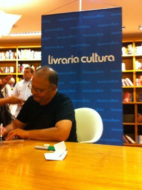 """09/11/2011:  Livraria Cultura (SP): relançamento de """"Piano Solos"""" da Coaxo do Sapo"""