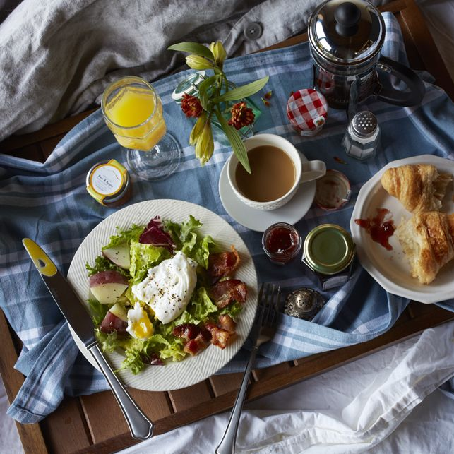 French Lyonnaise Breakfast Salad Recipe by dole: Tender new potatoes, savory bacon and a flavorful, European blend of lettuces topped with a perfectly poached, yolky egg. #Salad #Breakfast #French_Lyonnaise