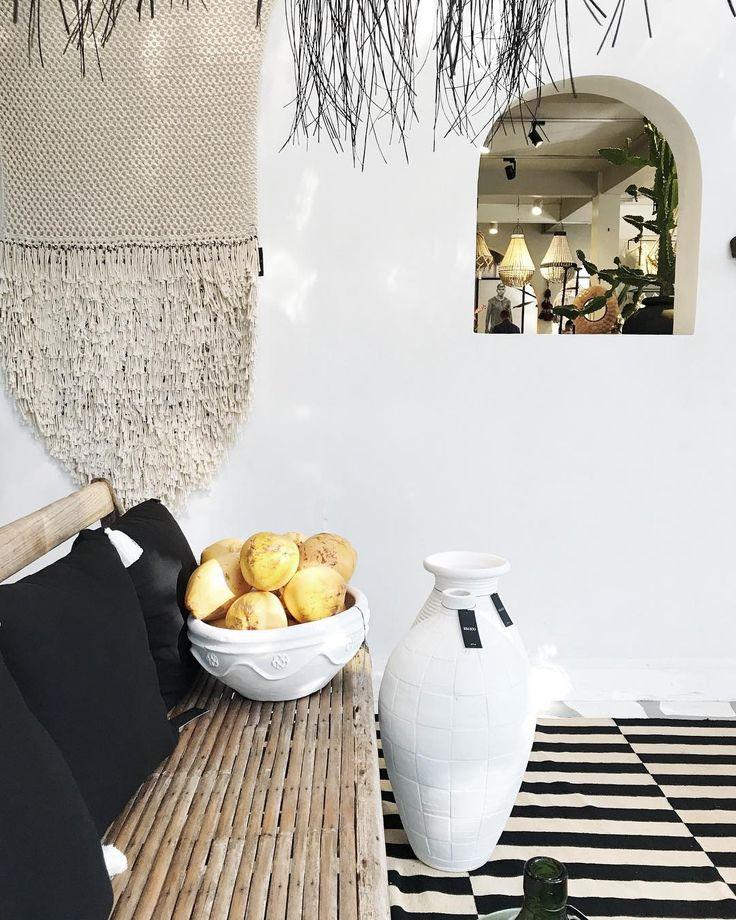 A corner that i love at @kimsoohome . . #travel #truffypitravel #bali #interior #baliguide #weekend #interiordesign #decor #tropical #rug #stripes #white #igerjp #team_jp_ #instagood