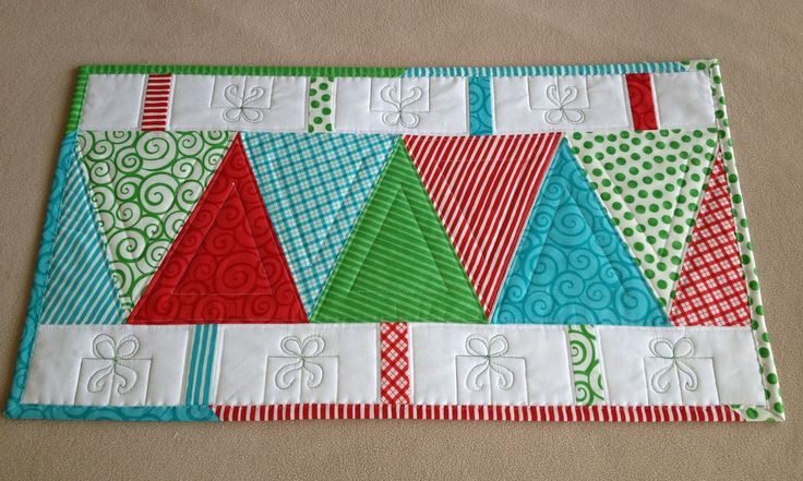 A QUILTING BLOG CHRISTMAS TREE TABLE RUNNERS FINISHED